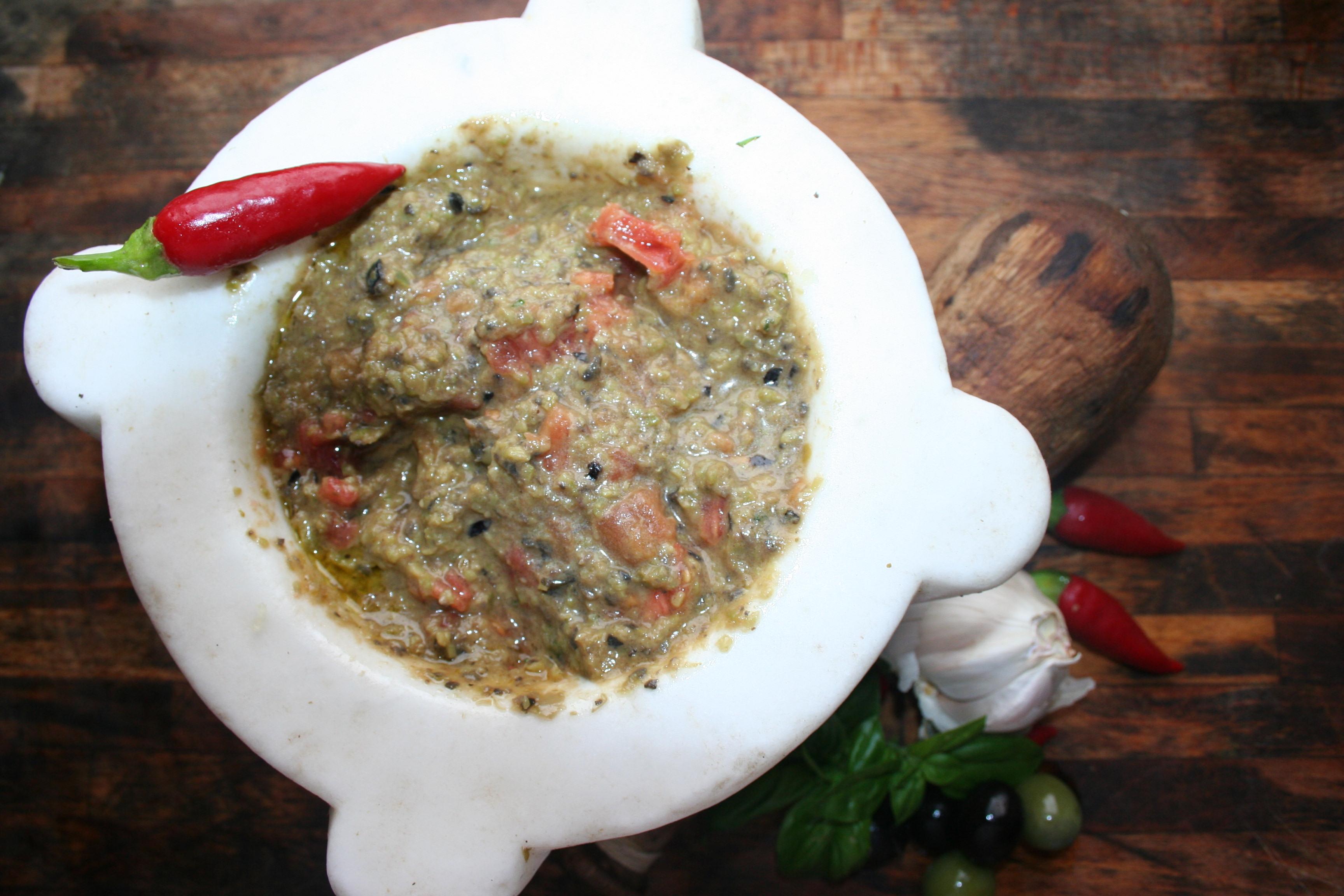 Salsa pestata alle olive
