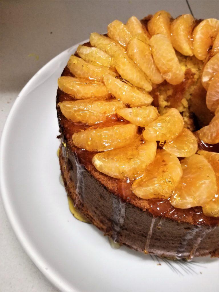 Chiffon cake mandarino e curcuma i con un filo di caramello