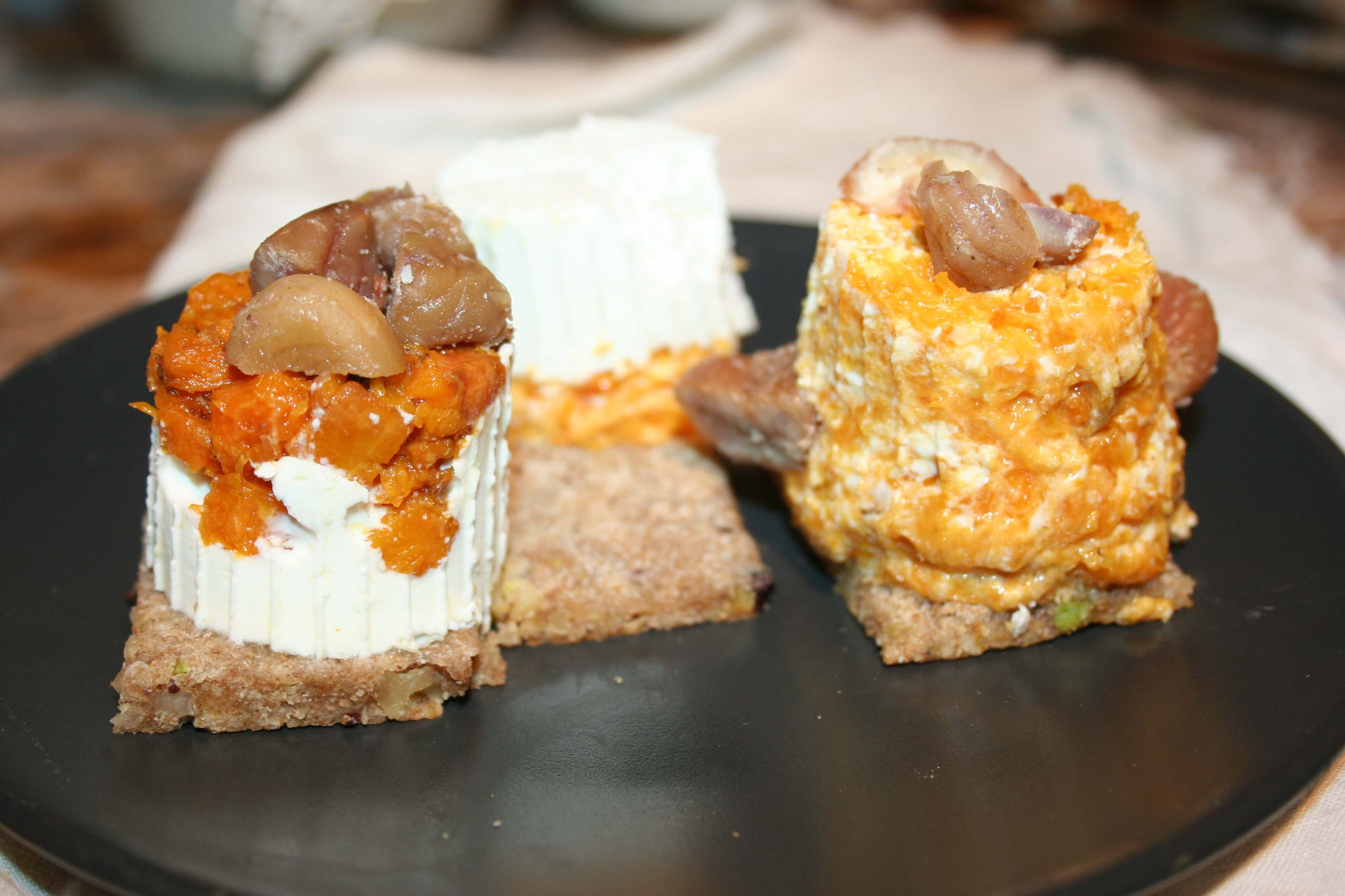 Formaggini alla zucca con biscotto alla frutta secca e castagne