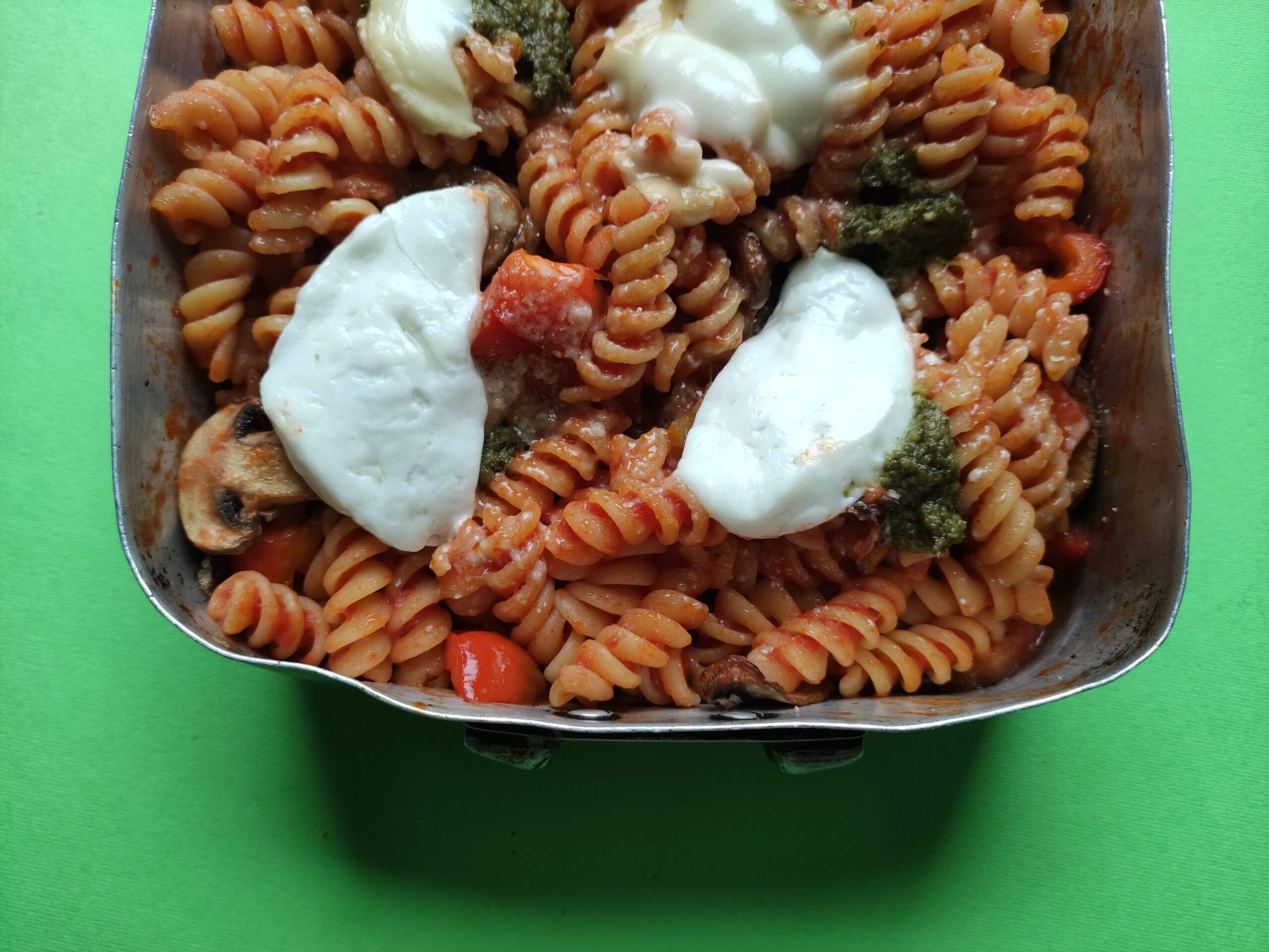 GOAT'S CHEESE, RED PEPPER, MUSHROOM & PESTO FUSILLI TRAYBAKE