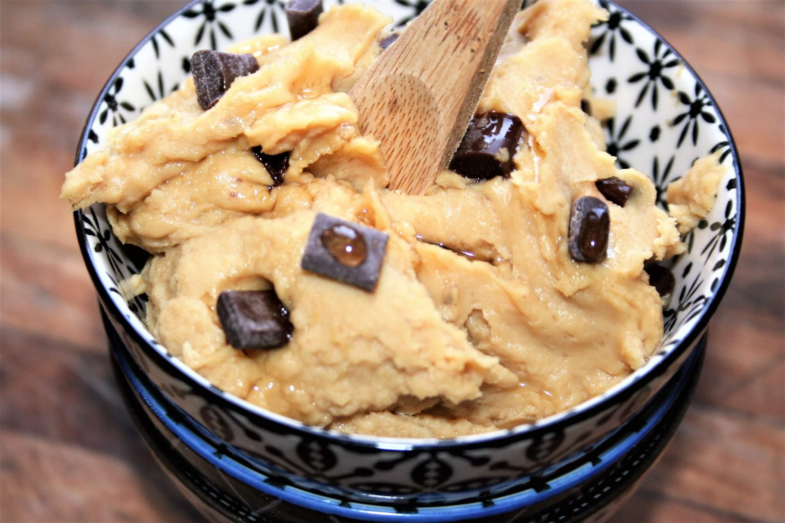 Ceci e cioccolato fondente per una crema dolce