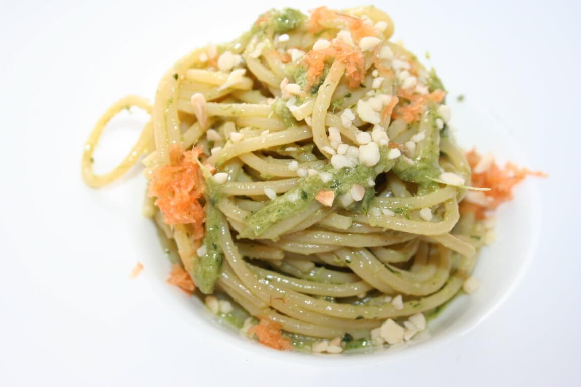Spaghettoni al pesto di foglie verdi di carota